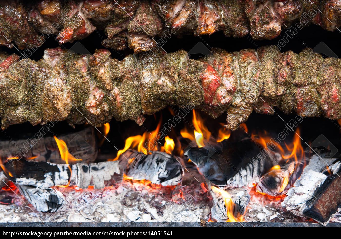 meat, skewer, over, an, open, fire - 14051541