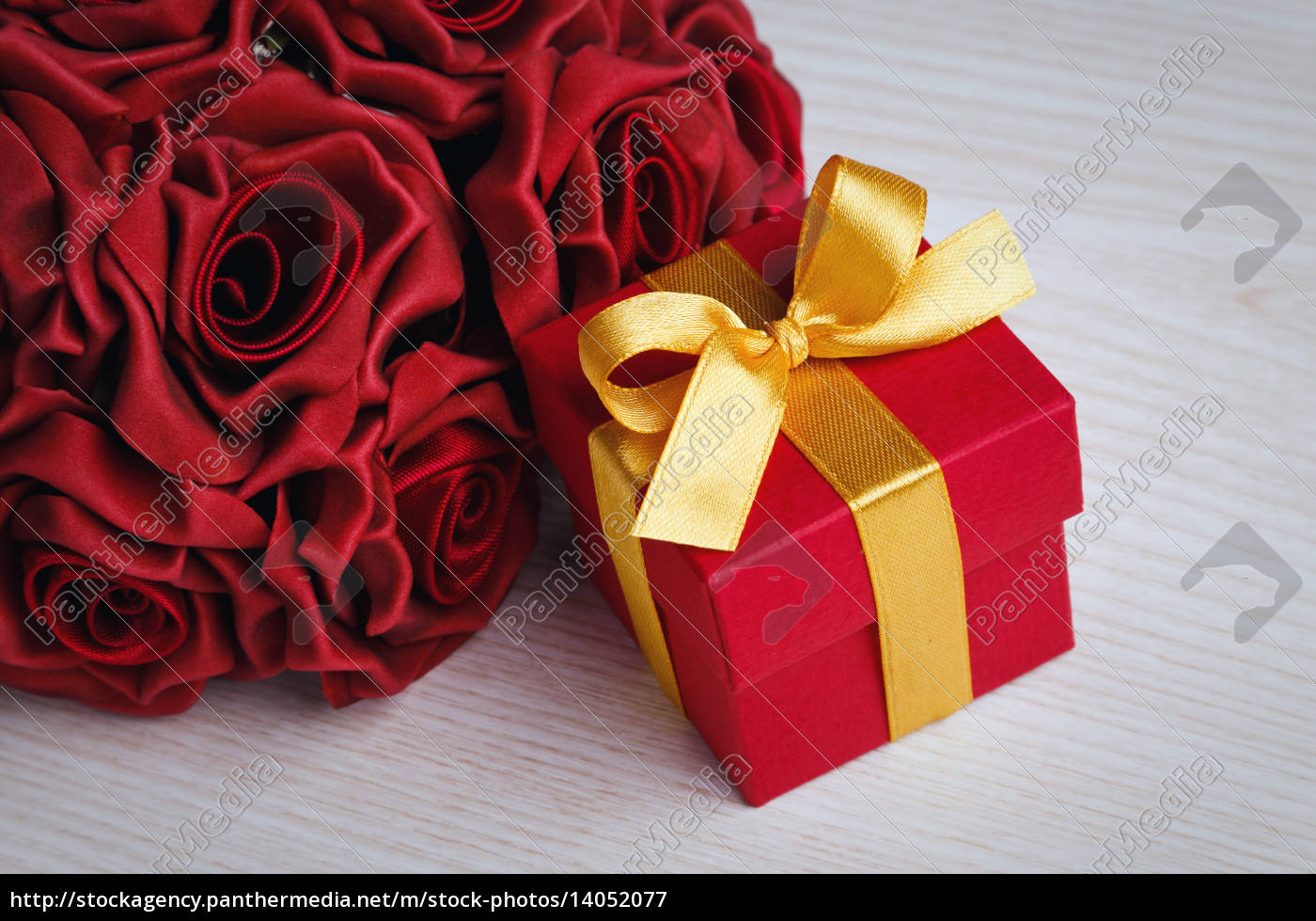 red, flowers, and, gift, box, with - 14052077
