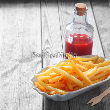 fries, on, plate, and, sauce, in - 14053715