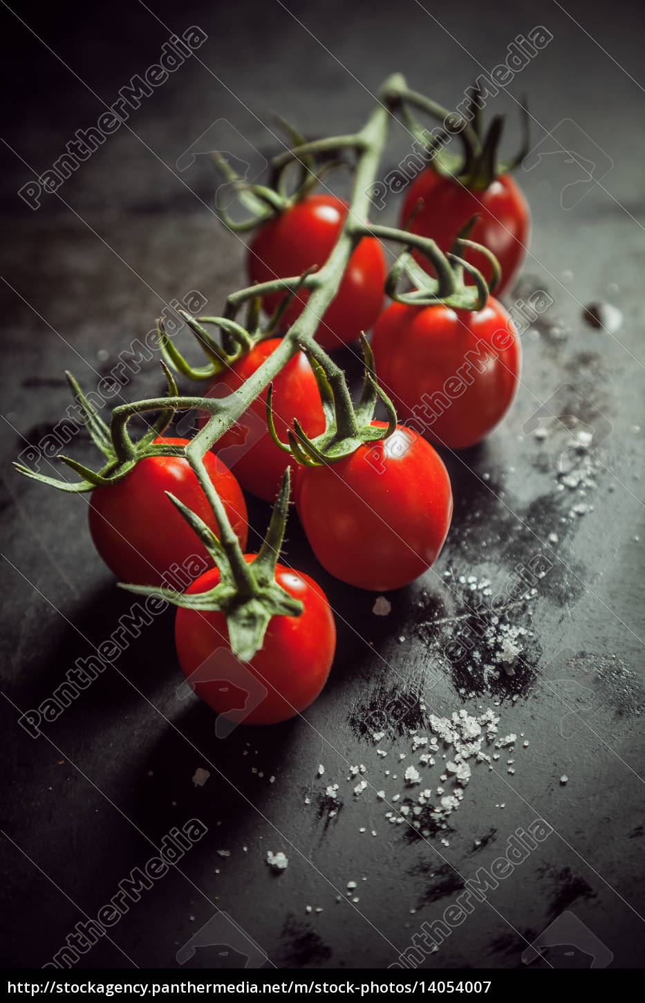 bunch, of, fresh, ripe, tomatoes, on - 14054007