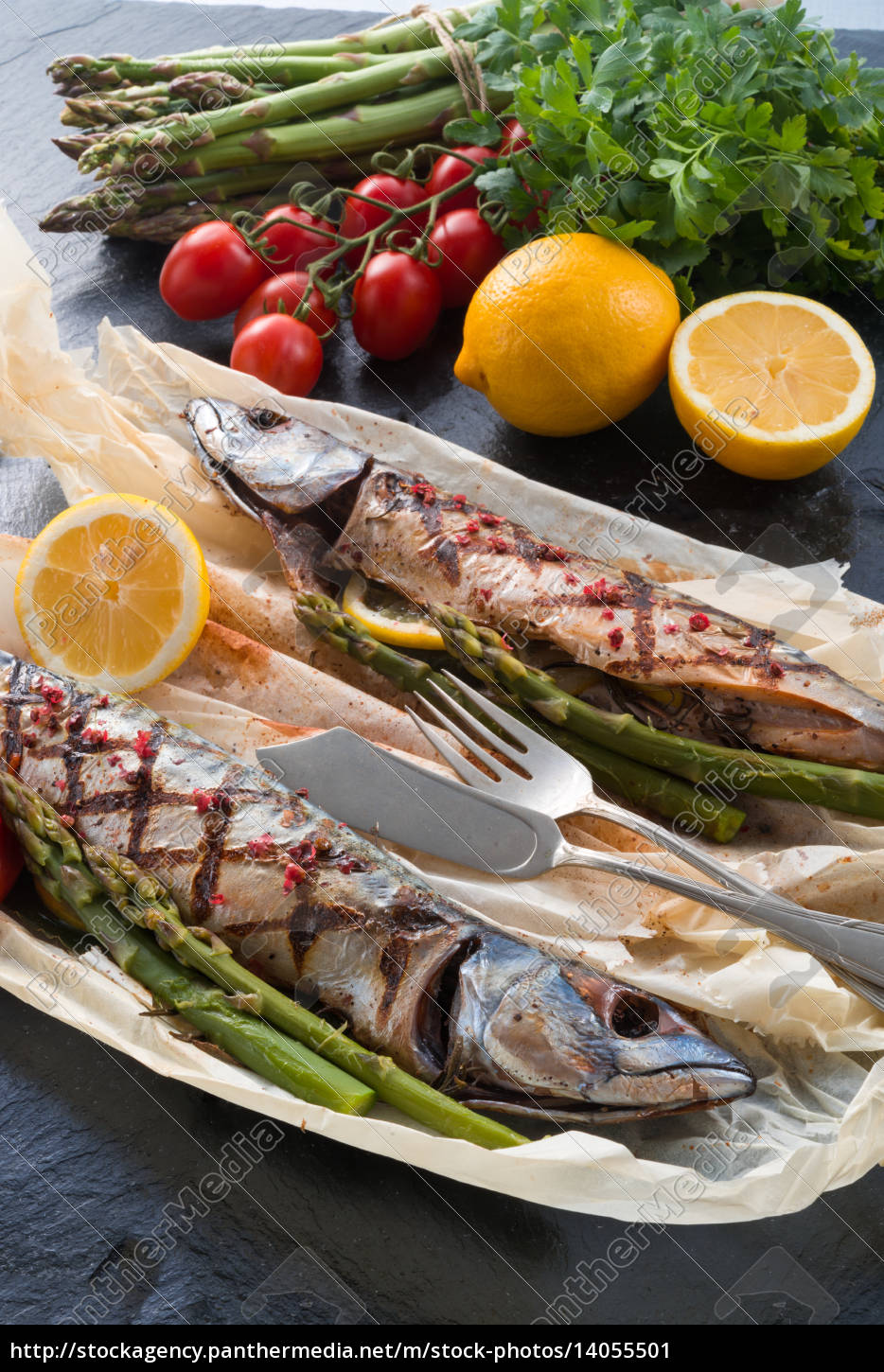 grilled, mackerel, with, asparagus - 14055501