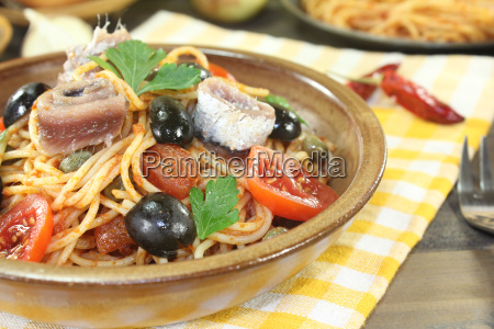 spaghetti alla puttanesca with olives and