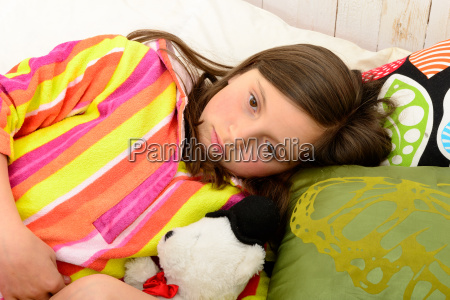 a, little, girl, in, her, bed - 14057671