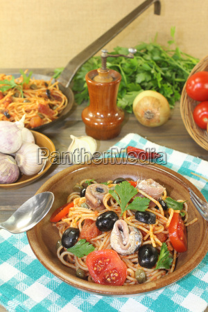 spaghetti, alla, puttanesca, with, olives, and - 14057695
