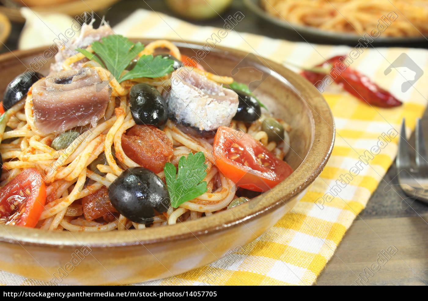 spaghetti, alla, puttanesca, with, olives, and - 14057705