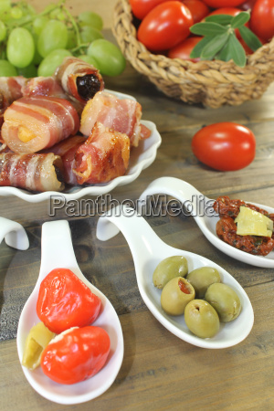 stuffed, tapas, with, fruit, and, ham - 14057721