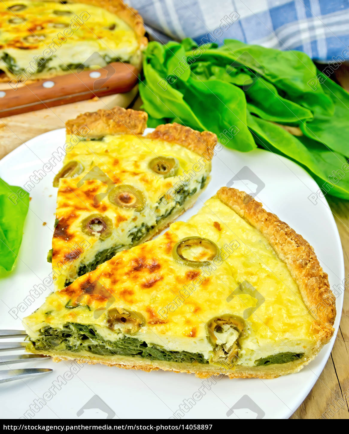 pie, with, spinach, and, olives, in - 14058897