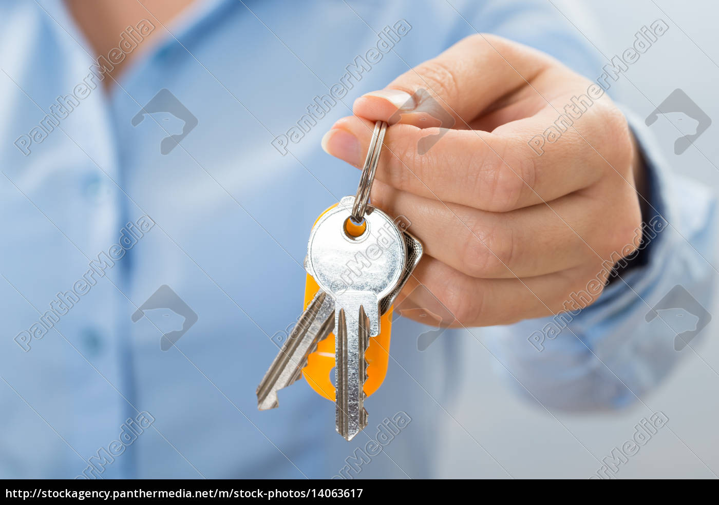 businessperson, hand, holding, key - 14063617