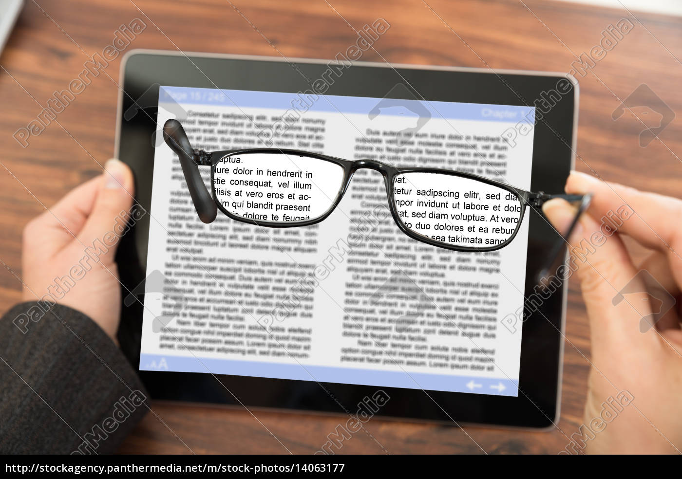 person, reading, e-book, with, spectacles - 14063177
