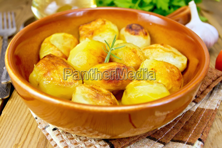 potatoes, fried, in, ceramic, pan, on - 14063951