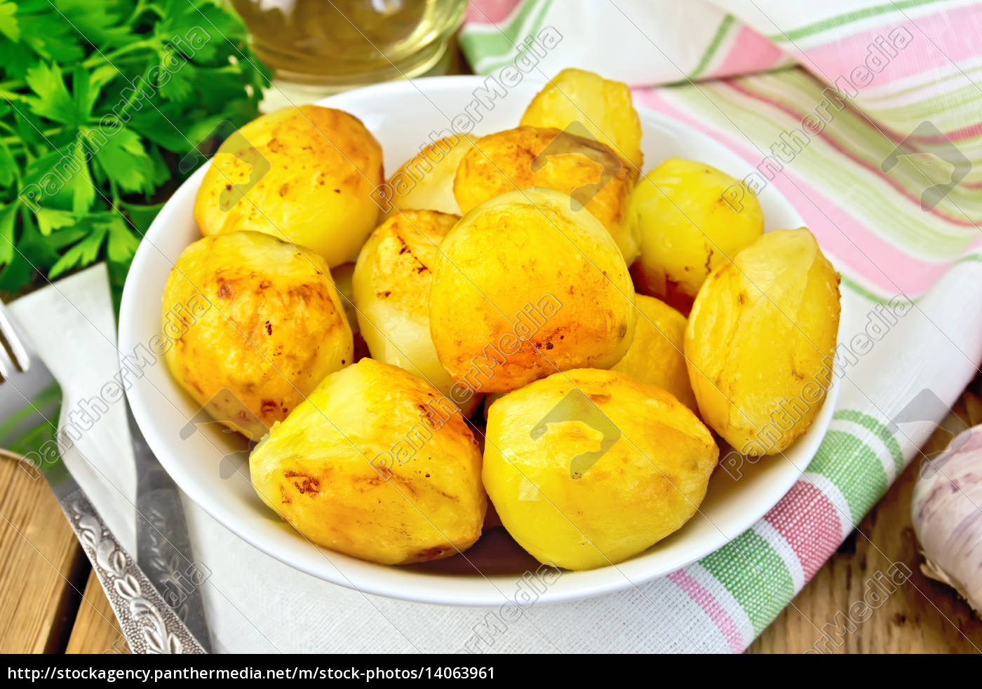 potatoes, fried, in, plate, on, fabric - 14063961