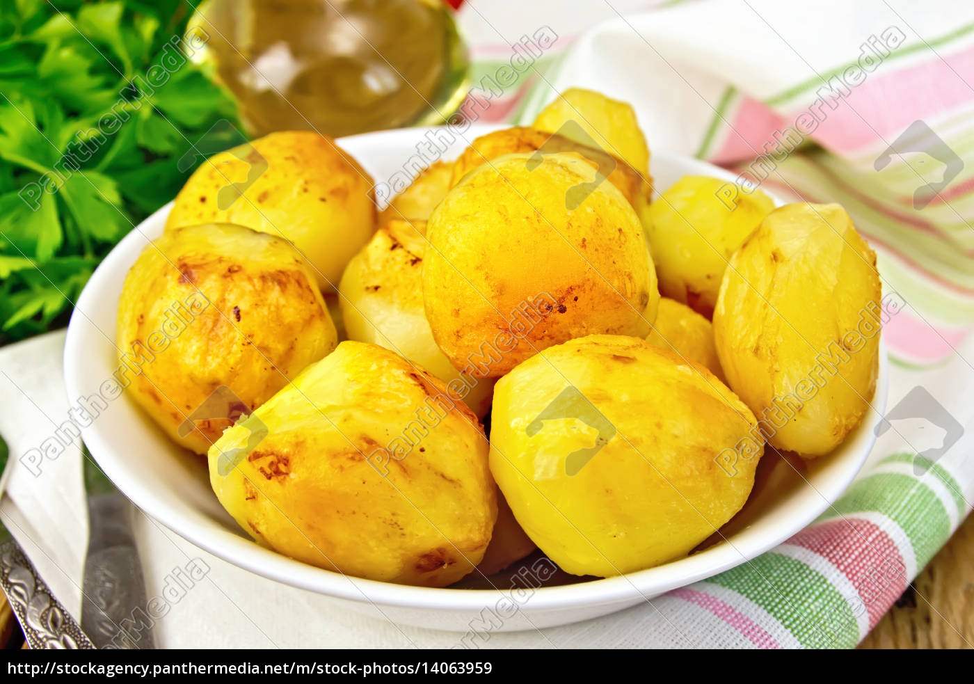 potatoes, fried, in, plate, with, oil - 14063959
