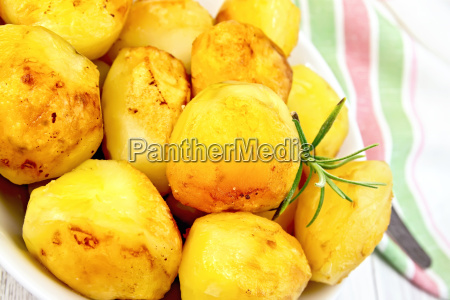 potatoes, fried, on, plate, with, napkin - 14063965