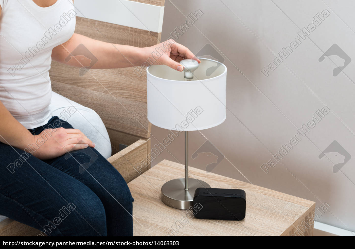woman, fixing, lamp, at, home - 14063303