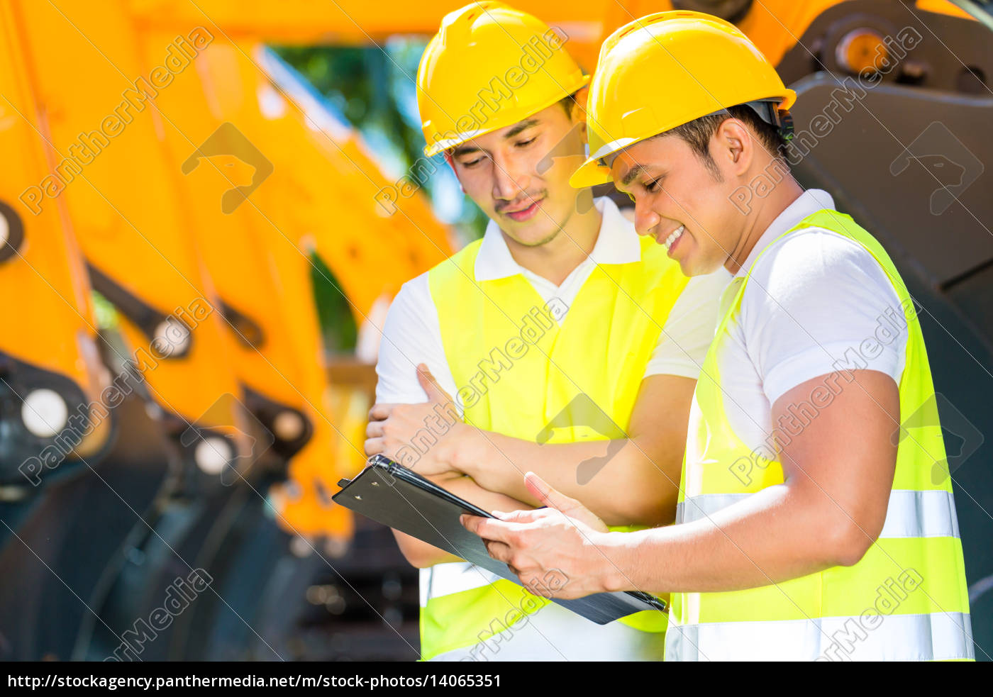 asian, engineer, discussing, plans, on, construction - 14065351