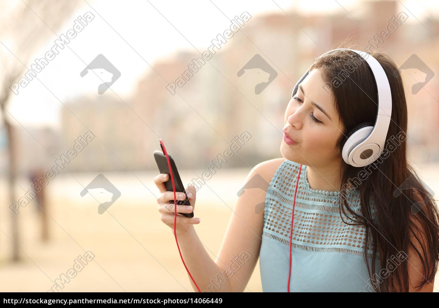 teen, girl, singing, and, listening, music - 14066449
