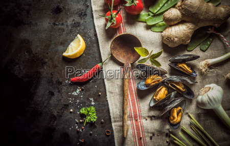 freshly, cooked, mussels, with, savory, ingredients - 14067981