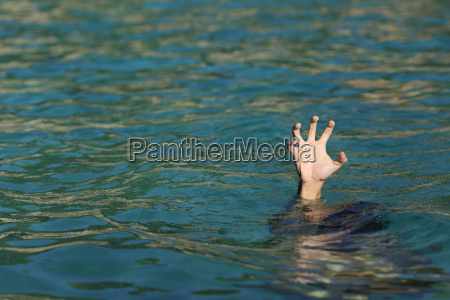 man, hand, drowning, in, the, ocean - 14067007