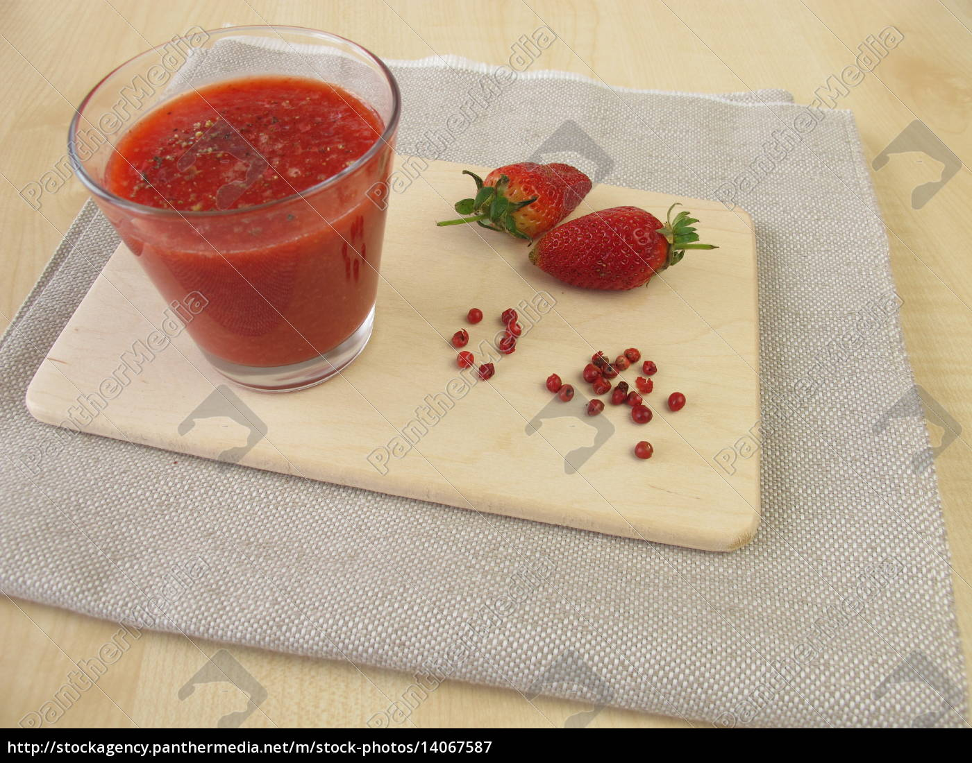 strawberry, smoothie, with, pink, pepper - 14067587