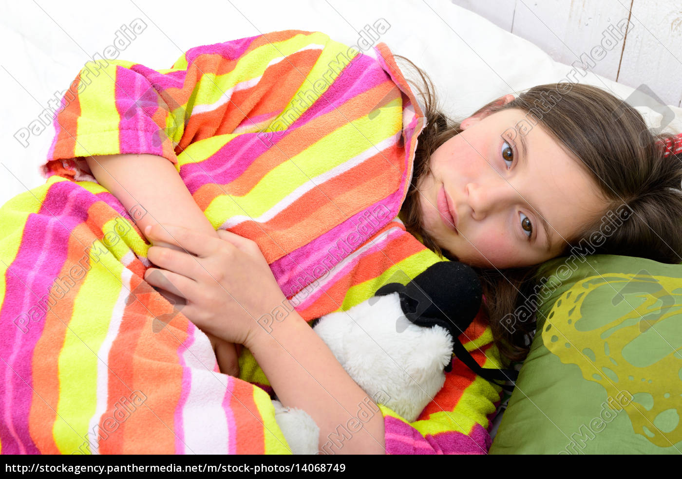 a, little, girl, in, her, bed - 14068749