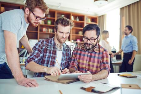 businessmen, computing - 14068583