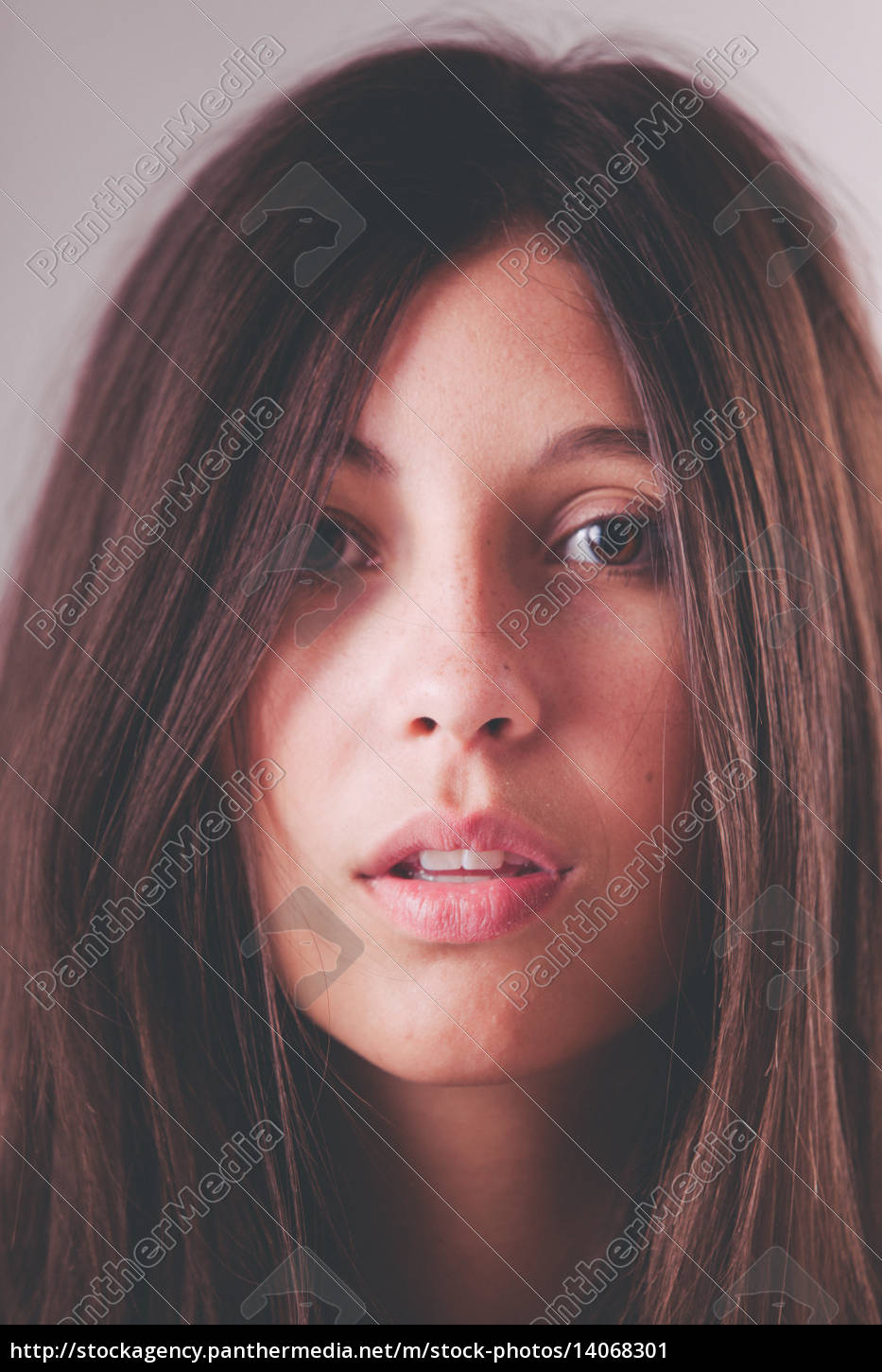 face, of, a, young, woman, with - 14068301