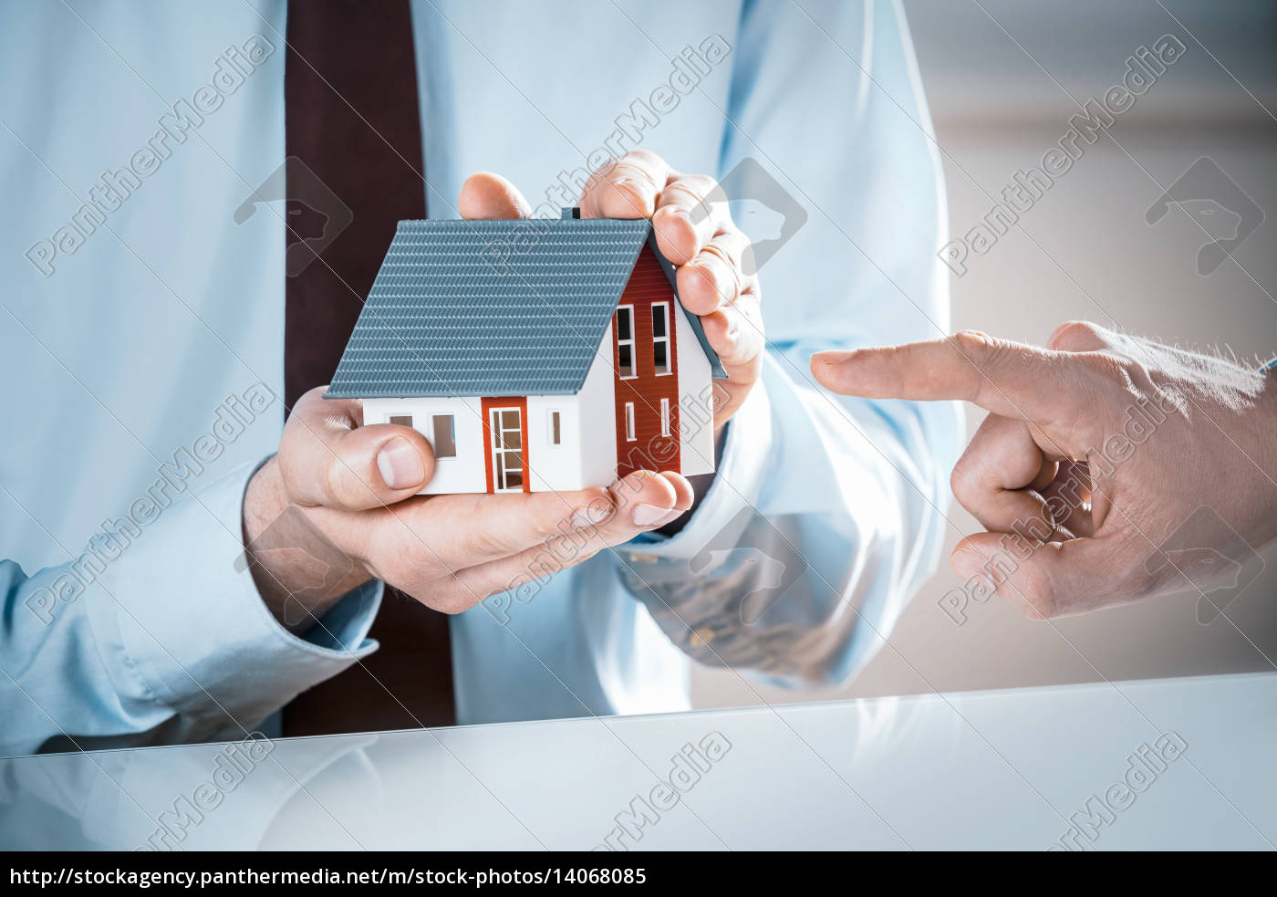 finger, pointing, miniature, house, hold, by - 14068085