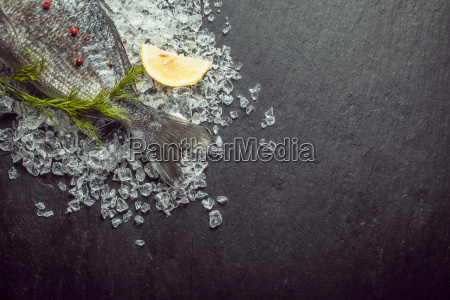 fresh, fish, on, crushed, ice, with - 14068011