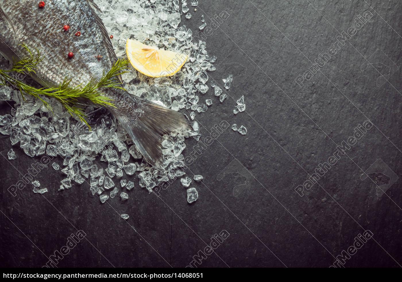 fresh, whole, fish, cooling, on, ice - 14068051