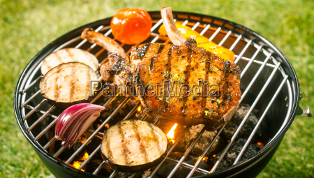 summer, barbecue, with, pork, cutlets - 14068021
