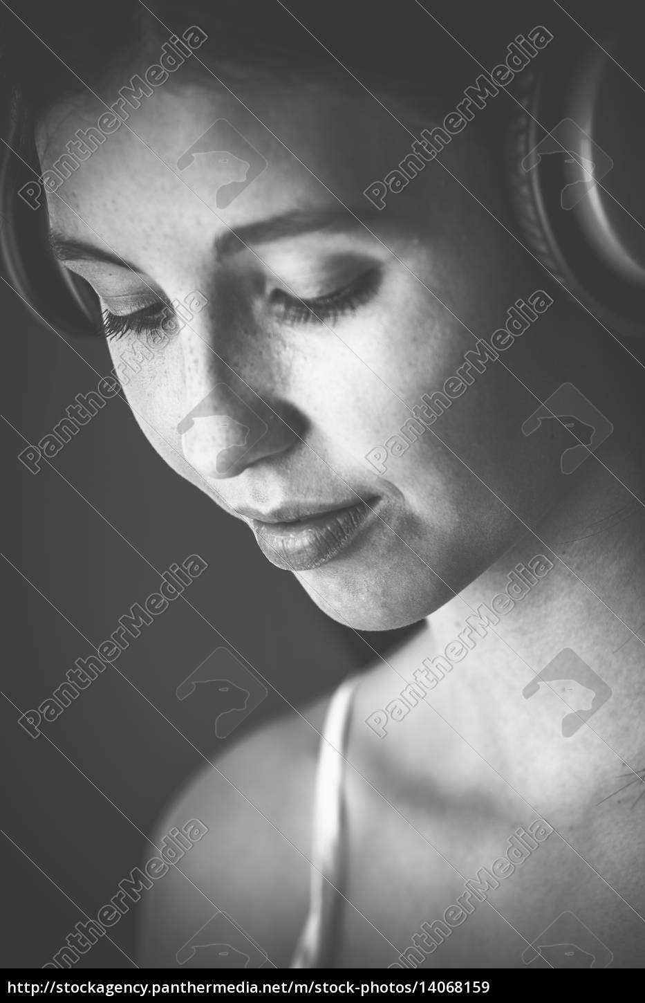 young, woman, with, headphone, in, monochrome - 14068159