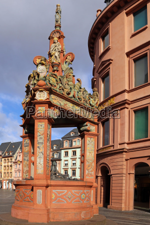 market fountain in mainz the