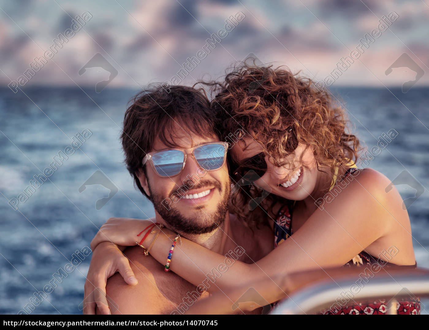 happy, lovers, on, sailboat - 14070745