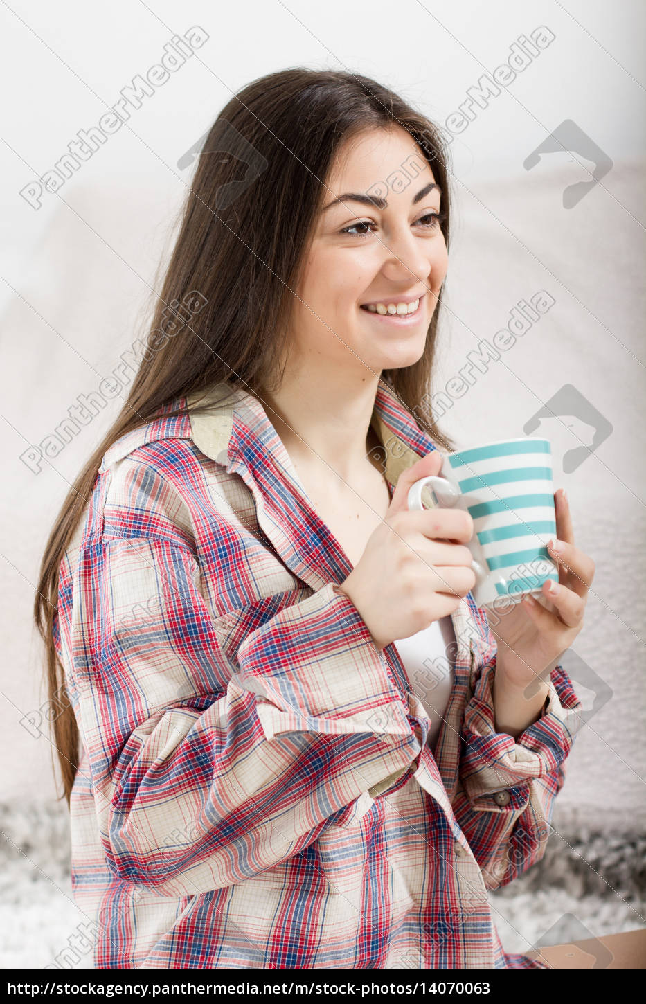 smiling, young, woman, with, cup - 14070063
