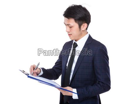 businessman, write, on, clipboard - 14071413