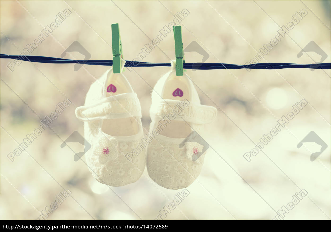 baby, clothes, hanging, on, the, clothesline - 14072589