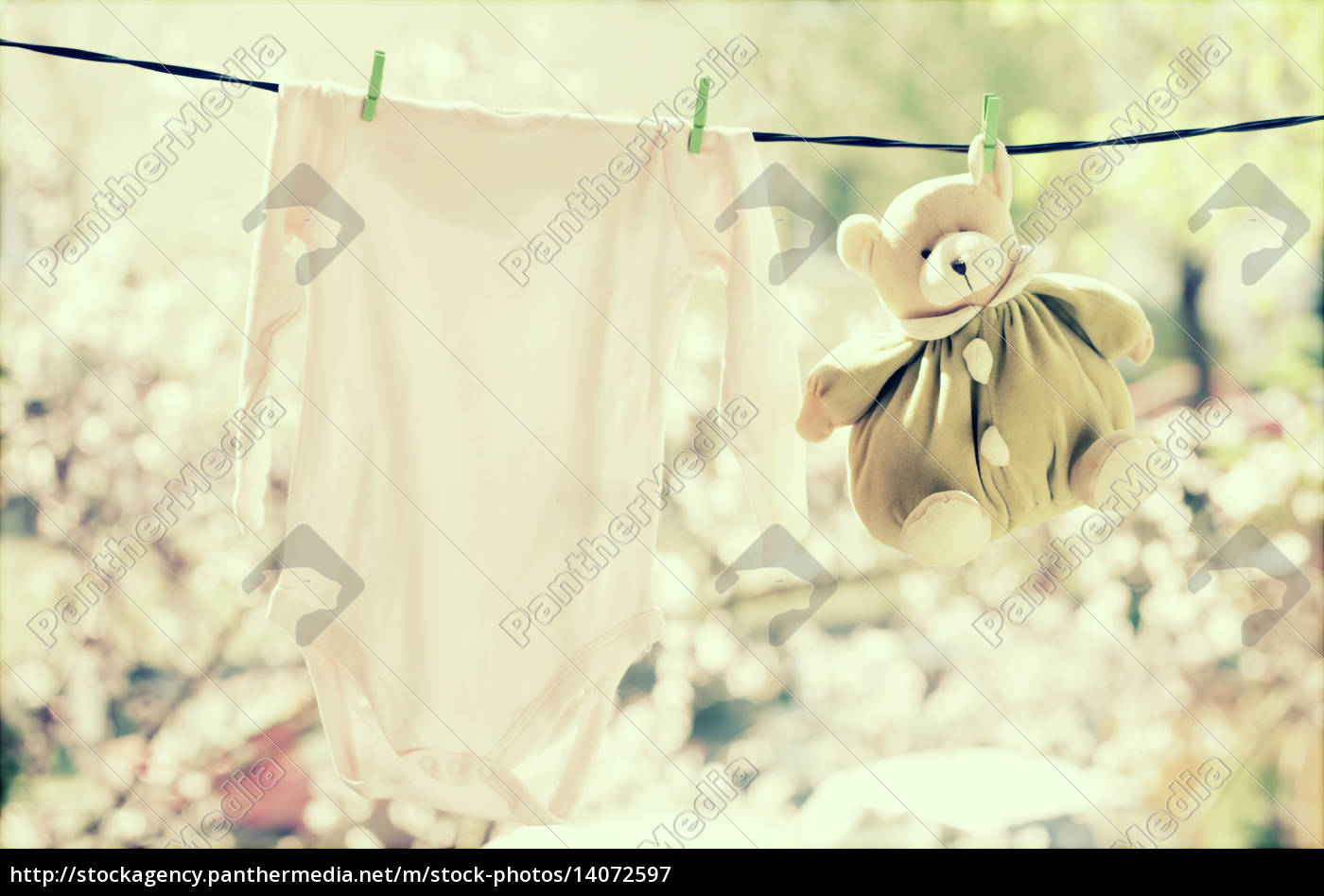 baby, clothes, hanging, on, the, clothesline - 14072597