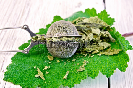 sage, dried, in, strainer, on, board - 14074909