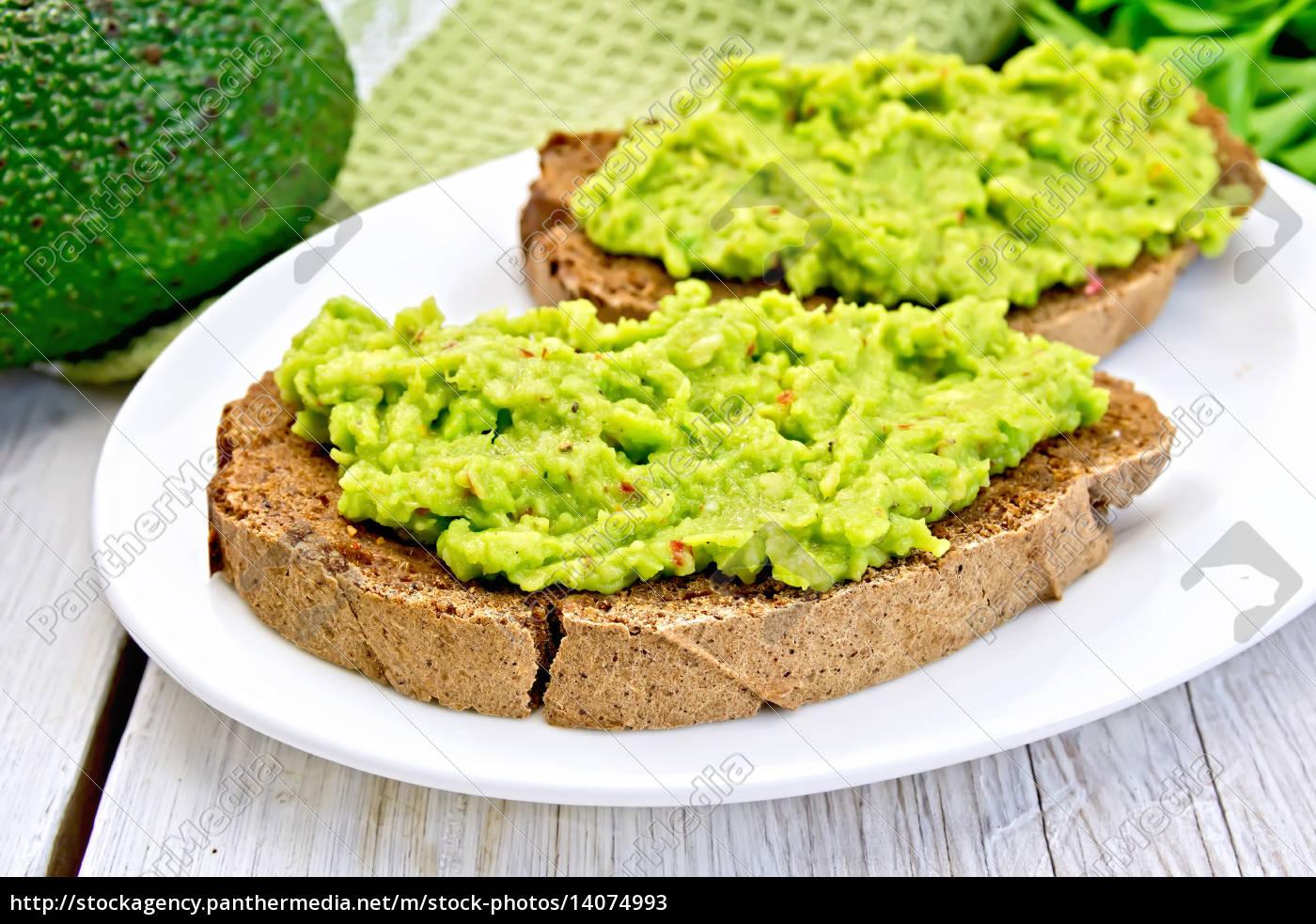 sandwich, with, avocado, guacamole, on, light - 14074993