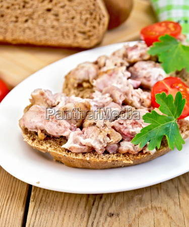 sandwich, with, brains, in, oval, plate - 14075025