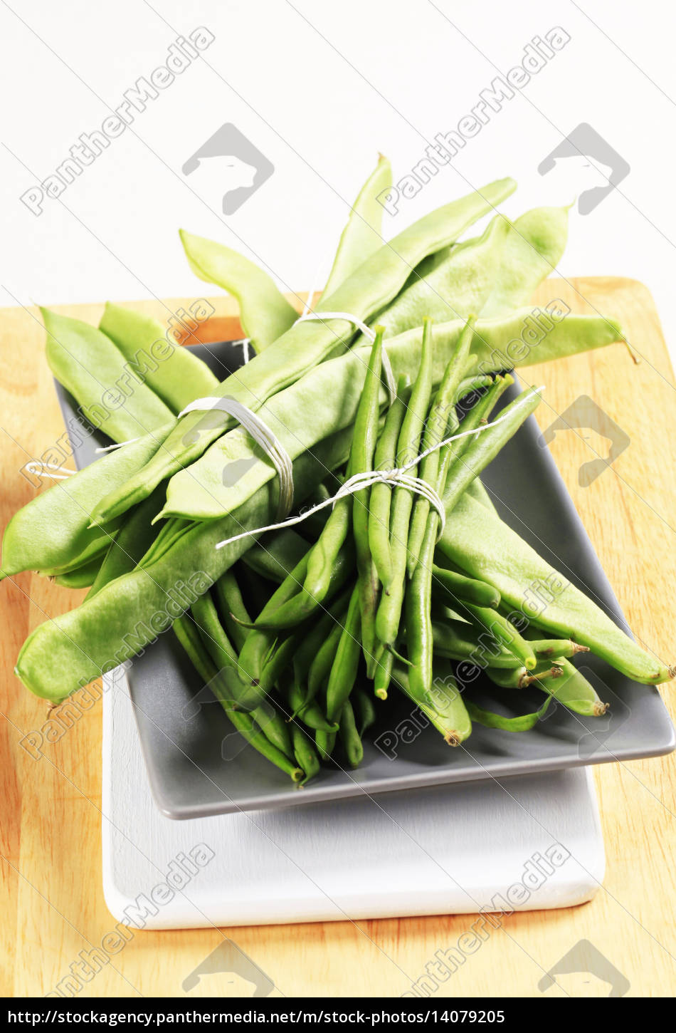 green, beans, and, snow, peas - 14079205