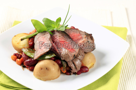 roast, beef, and, red, bean, chili - 14079277