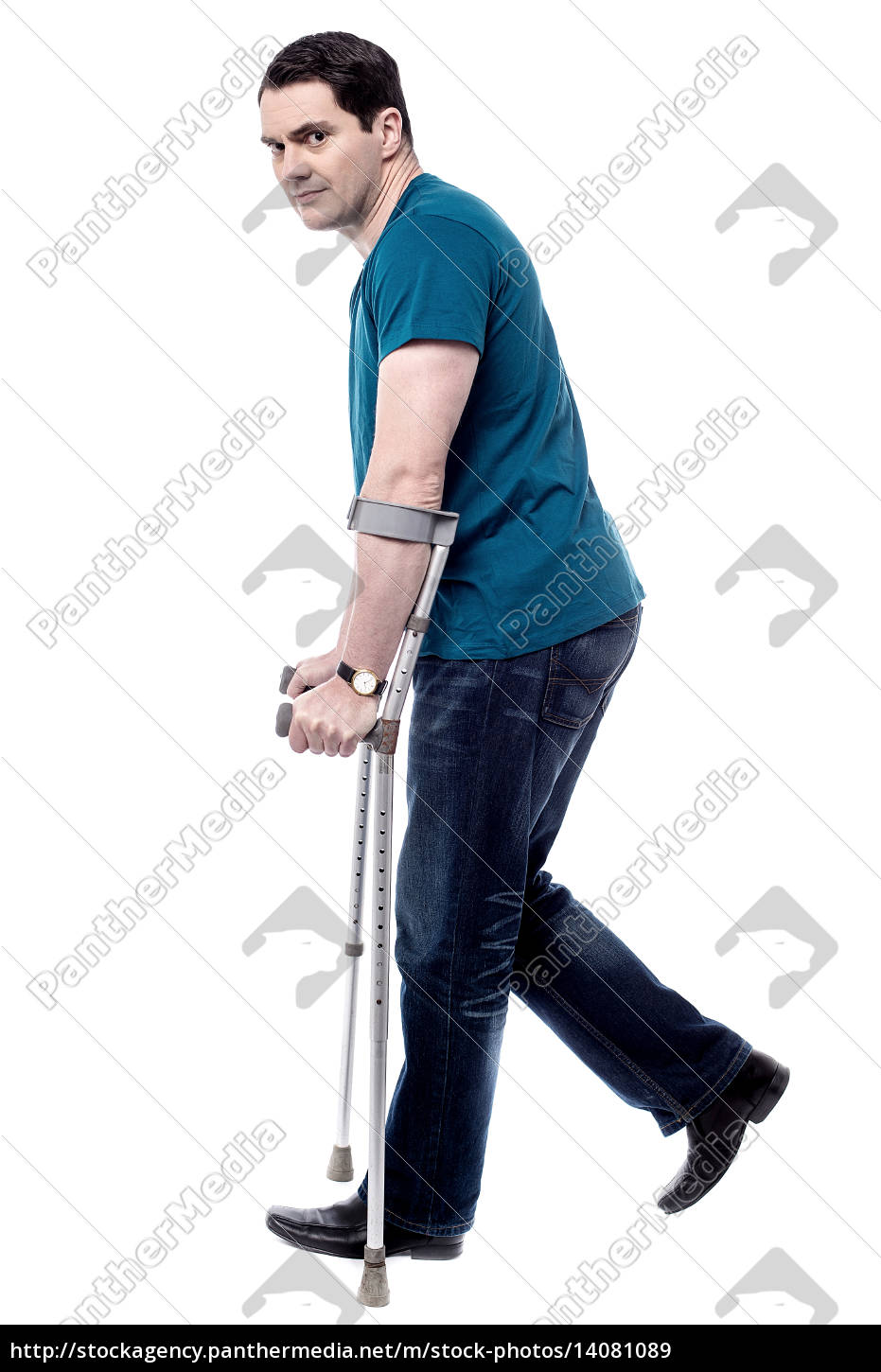 injured, man, with, crutches. - 14081089