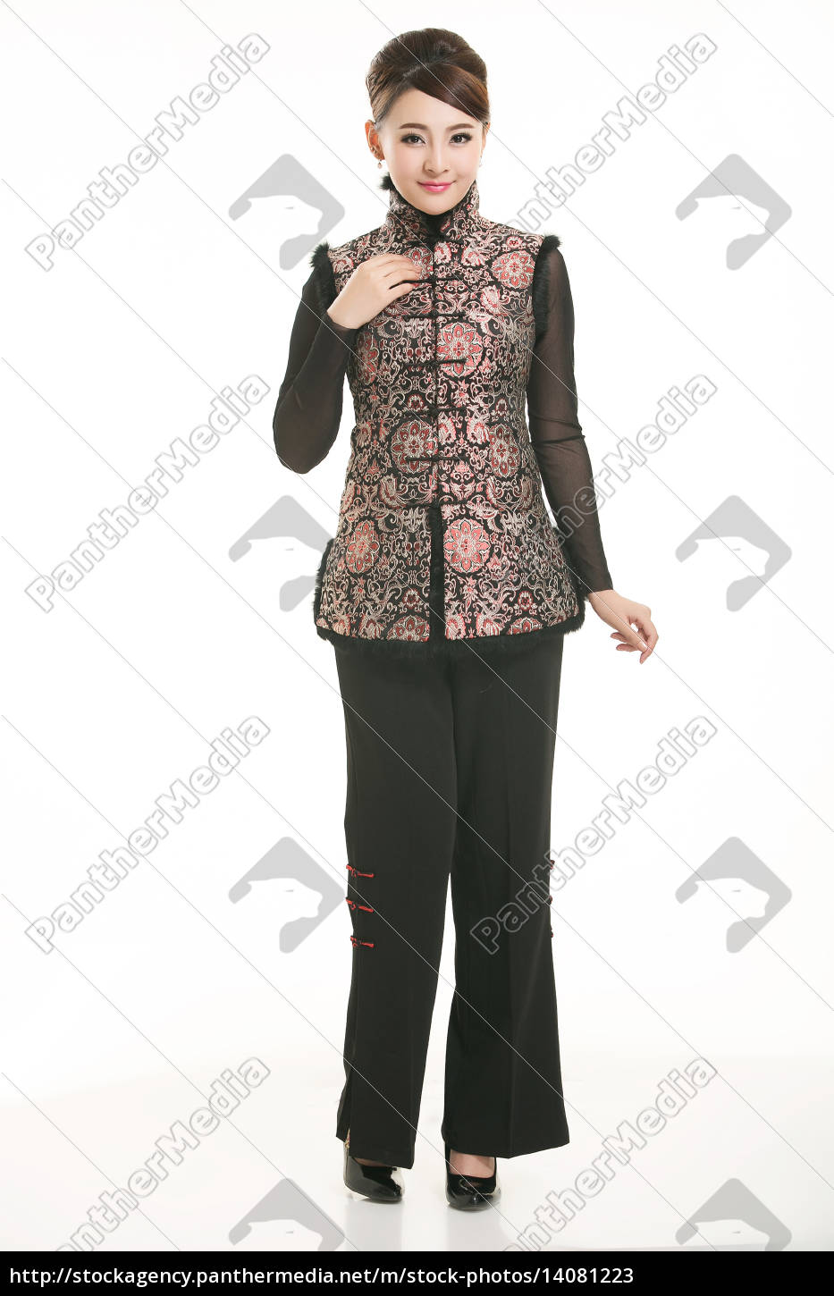 wearing, chinese, clothing, waiter, in, front - 14081223