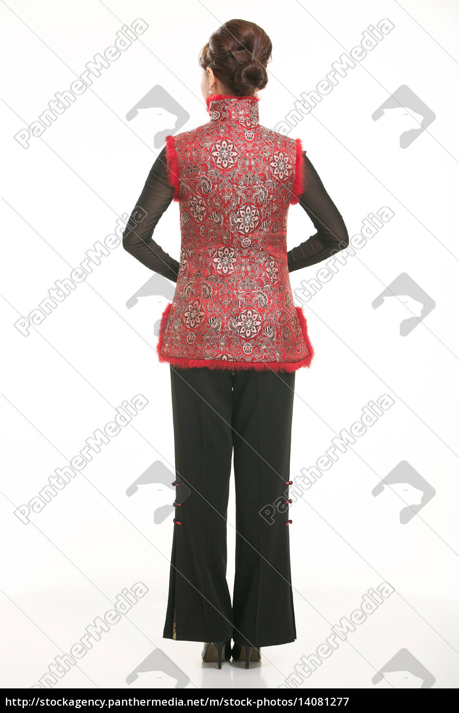 wearing, chinese, clothing, waiter, in, front - 14081277