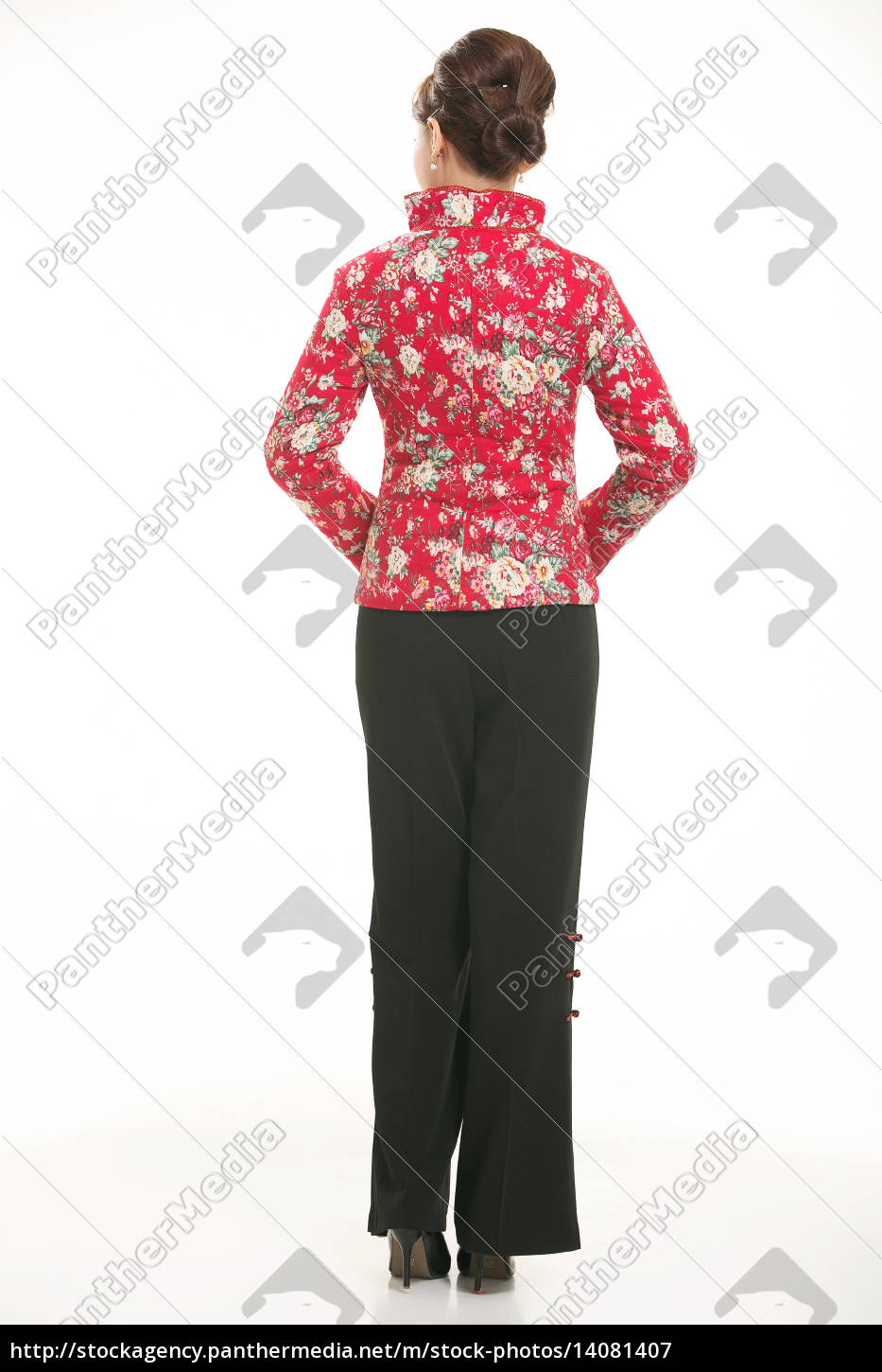 wearing, chinese, clothing, waiter, in, front - 14081407