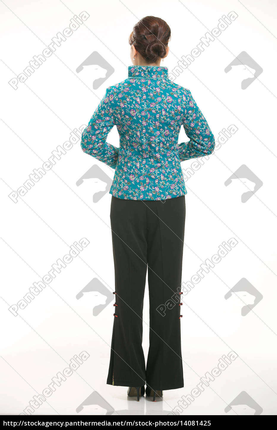 wearing, chinese, clothing, waiter, in, front - 14081425
