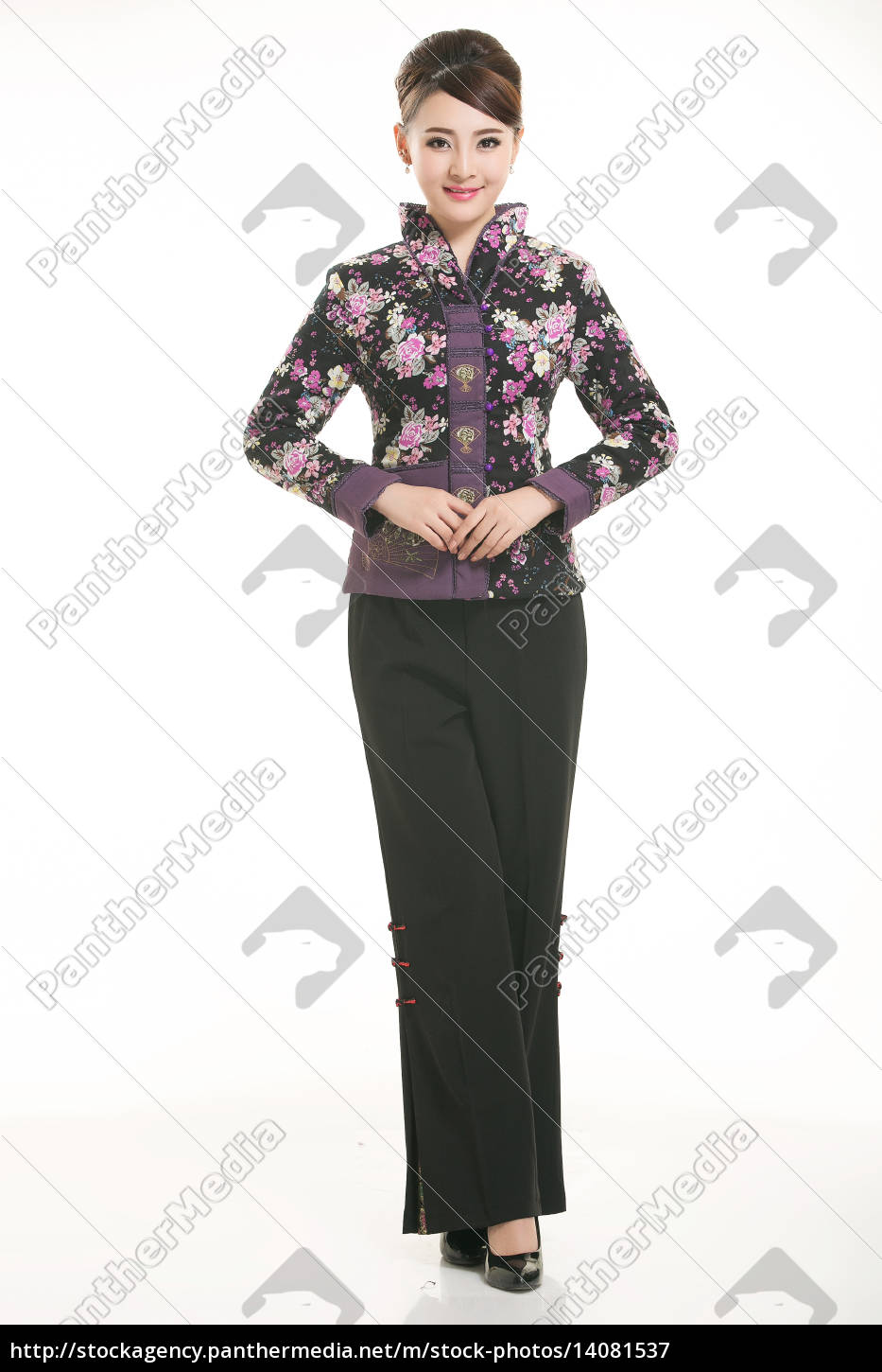 wearing, chinese, clothing, waiter, in, front - 14081537