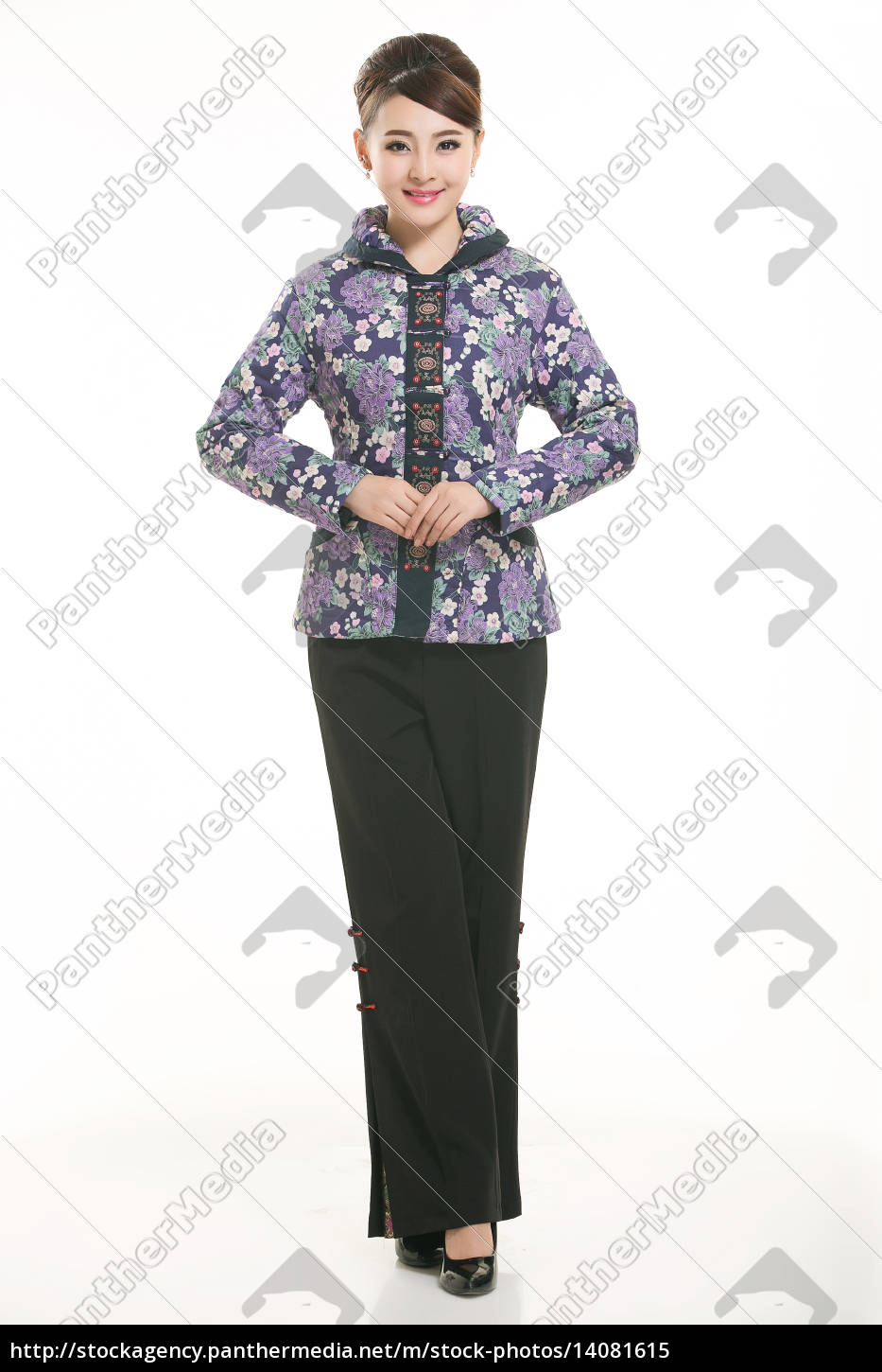wearing, chinese, clothing, waiter, in, front - 14081615