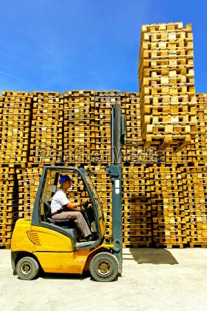 forklift, cargo, load - 14082803